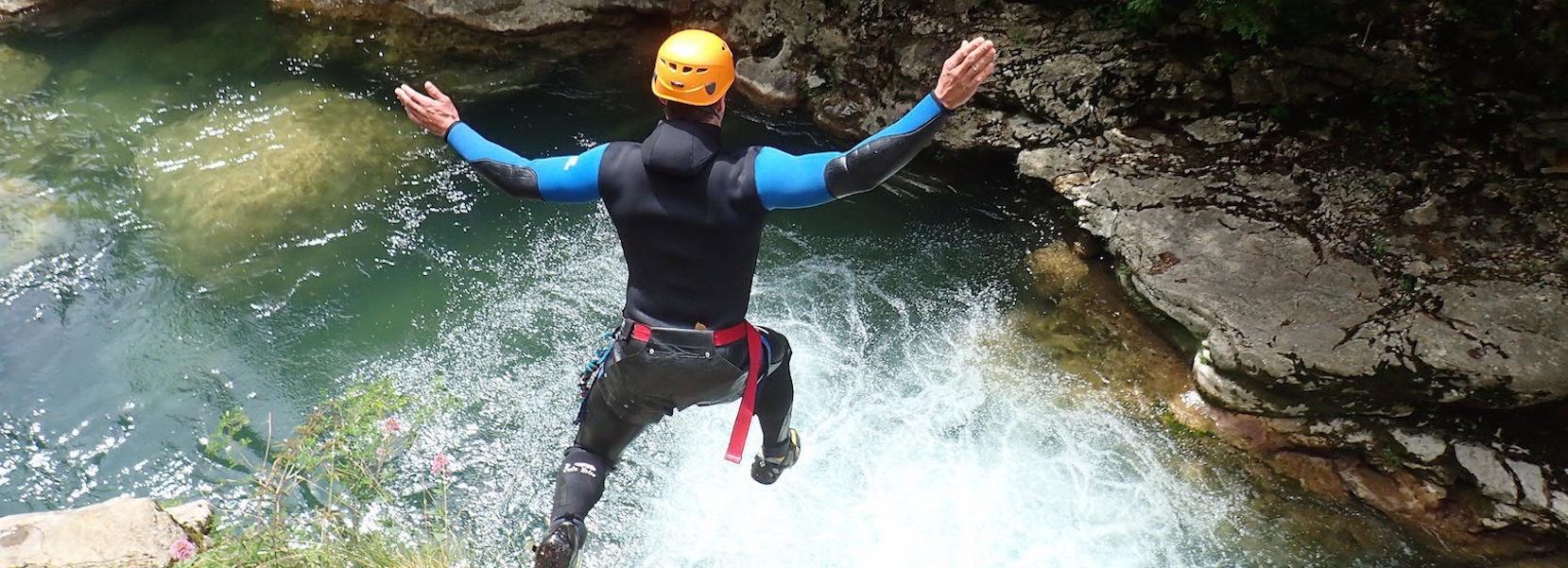Initiation canyoning dans les Alpes Maritimes proche de NIce Cannes Antibes Grasse ou Monaco.Canyon des Gorges du loup, de Barbaira ou de la Maglia.