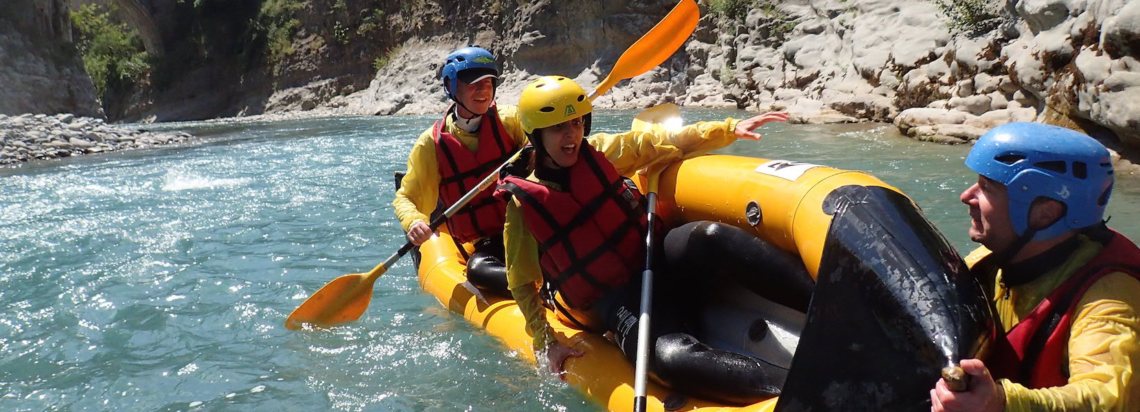 Initiation kayak sur la rivière du Var dans le 06 alpes maritimes.